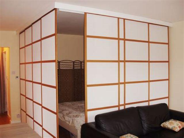 Японские шторы в интерьере и зонирование комнаты